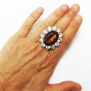 Vintage-Look-Stretch-Ring-Clear-Crystals-Brown-Lucite-Drag-Queen-Pageant-361544070282