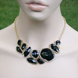 Multifaceted-Black-Lucite-Beads-Classic-Bib-Necklace-Earrings-Set-Gold-Tone-361078039353